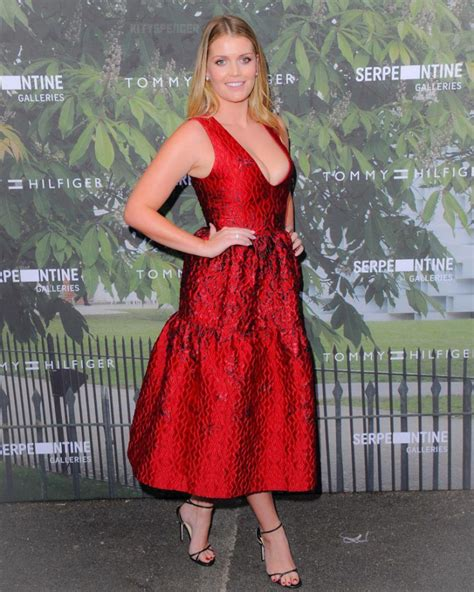 Lady Kitty Spencer - nepoata Printesei Diana, este fashion