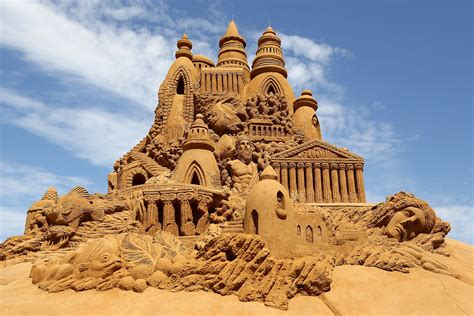 14 Incredible Sand Sculptures: From the Taj Mahal to China