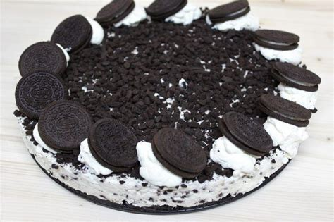 Cheesecake cu Oreo (la rece (With images) | Oreos, Desert